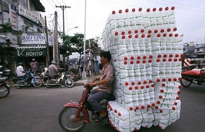Đây là bức ảnh được nhiếp ảnh gia người Hà Lan Hans Kemp chụp lại khi đến Việt Nam. Ông đã dành thời gian rảnh trong suốt 2 năm để chụp những chiếc xe máy trên khắp mọi miền của Việt Nam. (Nguồn ảnh: Tổng hợp từ Internet)