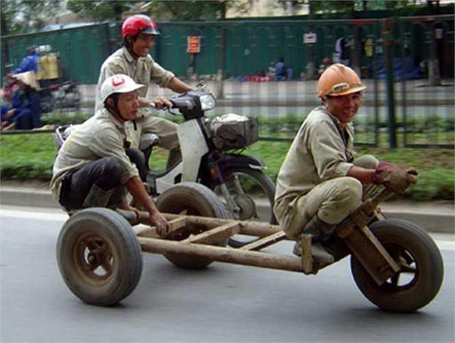 'Trò chơi mạo hiểm' trên đường phố. (Nguồn ảnh: Tổng hợp từ Internet)
