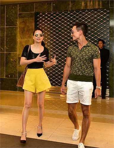 Diễn viên Trương Ngọc Ánh đã cùng 'người tình' Tùng Hero của phim 'Hương Ga' – diễn viên Kim Lý đi chọn đồ để dự sự kiện thảm đỏ của một show diễn thời trang.