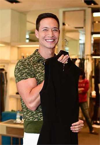 Trong khi đó, bạn diễn Kim Lý của Trương Ngọc Ánh trong 'Hương Ga' cũng chọn một bộ vest hàng hiệu.