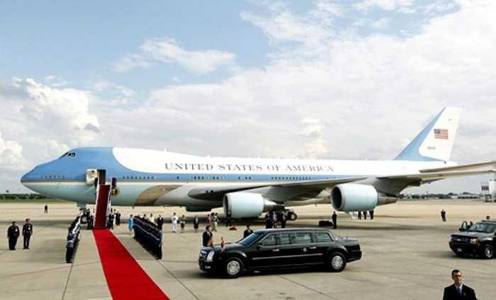 Trong chuyến tới Trung Quốc dự APEC 2014, tổng thống Mỹ Obama không đi xe Hồng Kỳ của Trung Quốc mà sử dụng chiếc Cadillac riêng của mình.