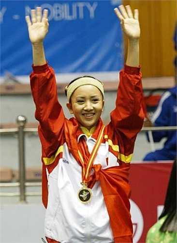 Cô cũng 6 lần được bầu là vận động viên tiêu biểu của TTVN và được Nhà nước trao tặng đủ bộ Huân chương lao động nhất, nhì, ba. Thúy Hiền là HLV đội trẻ wushu Hà Nội.