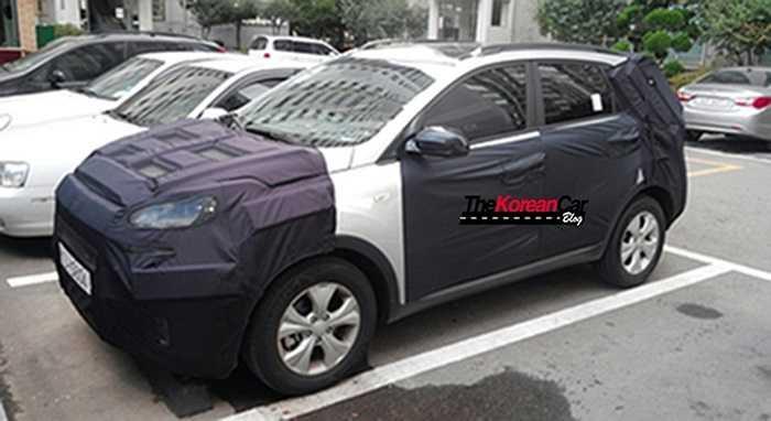 Chiếc xe chạy thử bị giới săn ảnh 'chộp' trên đường được cho là KIA Hybrid chuyên biệt đầu tiên của hãng xe Hàn Quốc. Hybrid chuyên biệt là loại xe được thiết kế ngay từ đầu là xe hybrid, không phải chuyển đổi động cơ.