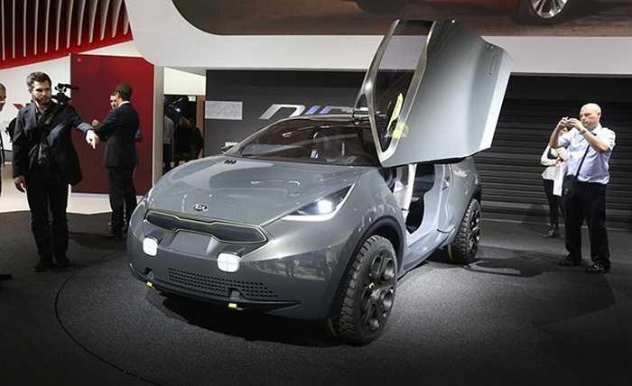 Kia cho biết, Niro là ứng viên tiềm năng của phân khúc B, những xe SUV cỡ nhỏ. Xe ra đời từ phòng thiết kế của Kia tại Frankfurt (Đức), dưới sự chỉ đạo của giám đốc thiết kế Gregory Guillaume.