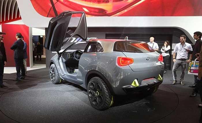 Chắn bùn trước và sau thiết kế cơ bắp mang lại phong cách xe coupe. Bộ khuếch tán cỡ lớn, cản sau vững chãi và đèn hậu nằm cao tạo vẻ mạnh mẽ từ phía sau.