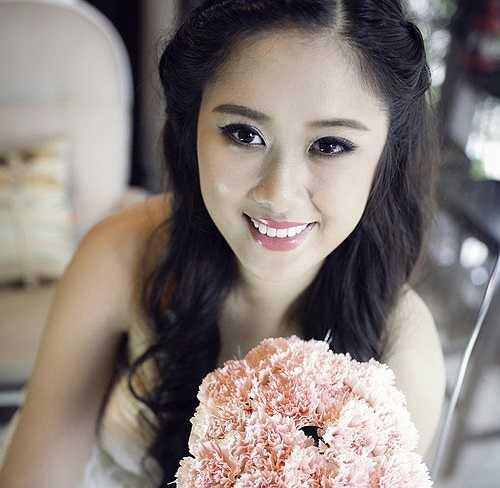 Nhờ ngoại hình ưa nhìn, Châu nhận lời làm mẫu cho nhiều thương hiệu thời trang. Bộ ảnh cưới cho một studio tại TP.HCM được thực hiện khi Châutrở về Việt Nam thăm gia đình sau 2 năm du học tại Mỹ. (Theo Zing)