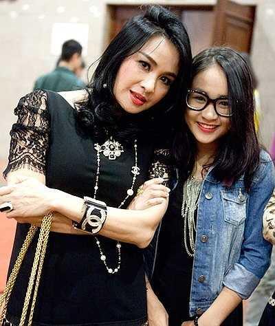 Cô đang có tình yêu đẹp với chàng trai tên Trần Mạnh Tiến, sinh năm 1997,một tín đồ của môn bóng đá nghệ thuậtthường biểu diễn cho các chương trình giải trí và sự kiện từ thiện.