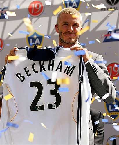 Ngày ra mắt LA Galaxy, Beckham trông già dặn với kiểu tóc húi cua