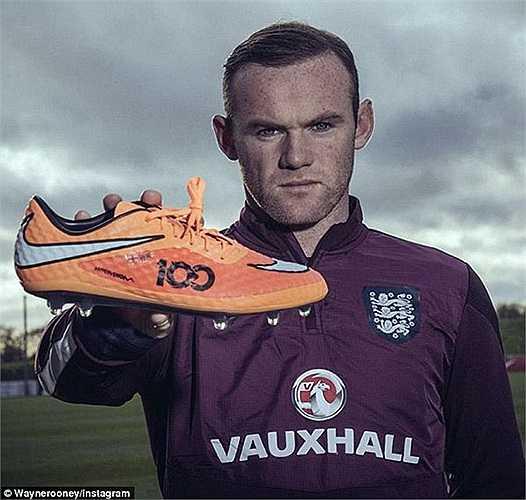 Trong trận đấu sắp tới gặp Slovenia, Rooney sẽ đi chiếc giày có thêu số 100