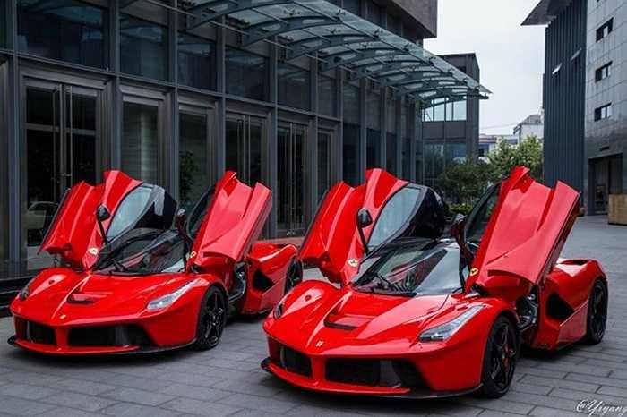Mẫu xe hybrid La Ferraris của Ý là một trong những mẫu xe hiếm nhất trên thị trường hiện nay, nó được sản xuất với số lượng hạn chế 499 chiếc với giá thành cực cao. Vì vậy, việc nhìn thấy nó chạy ở nơi công cộng là một may mắn.