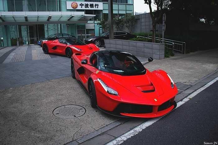 Động cơ xăng Ferrari F150 V12 có công suất 789 mã lực tại 9000 vòng/phút và mô men xoắn 700Nm trong khi động cơ điện của nó cung cấp công suất tối đa 161 mã lực tại 7000 vòng/phút và mô men xoắn 270 Nm.