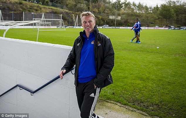 Những hình ảnh mới nhất của David Moyes tại trung tâm huấn luyện Zubieta - Real Soceidad.