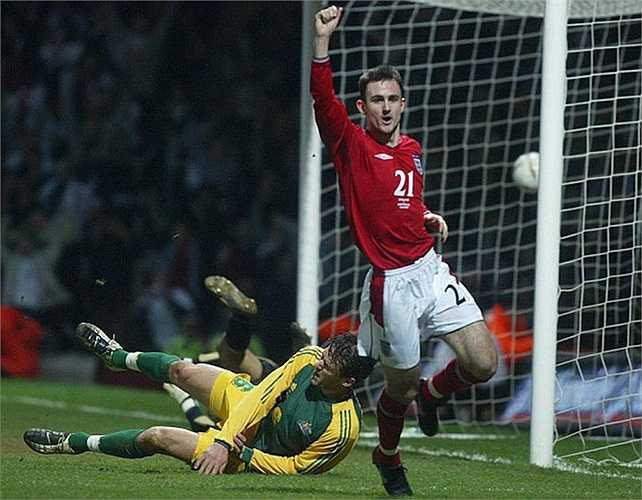 So với Rooney, màn ra mắt của Jeffers còn ấn tượng hơn. Anh có bàn thắng vào lưới Australia ngay lần đầu tiên