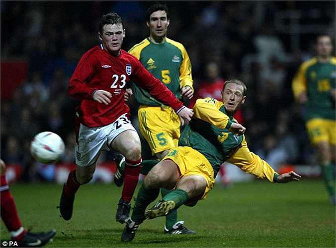 Rooney sau màn ra mắt gặp Australia đã chiếm luôn 1 vị trí chính thức trên hàng công