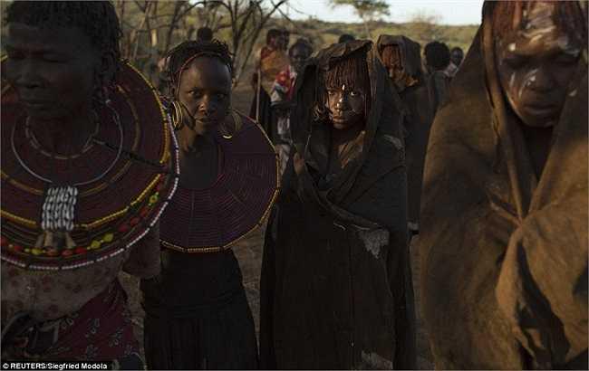Người châu Phi quan niệm, dù là nam hay nữ đều có bao da quy đầu. Nó được xem là bộ phận không tốt, cần phải cắt bỏ để giữ sự tinh khiết.