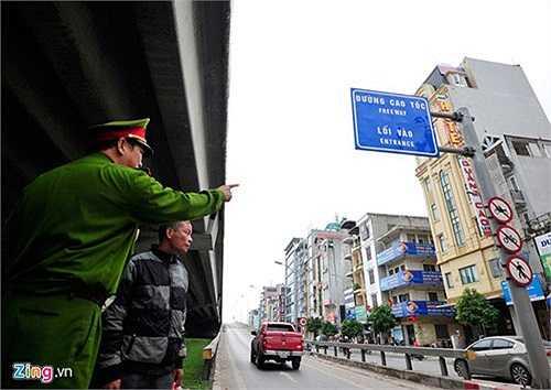 Trung tá Nguyễn Ngọc Vinh cho biết, hầu hết người vi phạm đều được nhắc nhở nhưng nhiều người vẫn cố tình làm ngược lại.