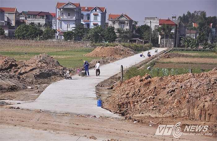 Ngày 12/11, hầm chui và con đường nối từ khu dân cư ra hầm chui đường Nhật Tân - Nội Bài được đơn vị thi công hoàn thành cấp tốc sau 4 ngày thi công.