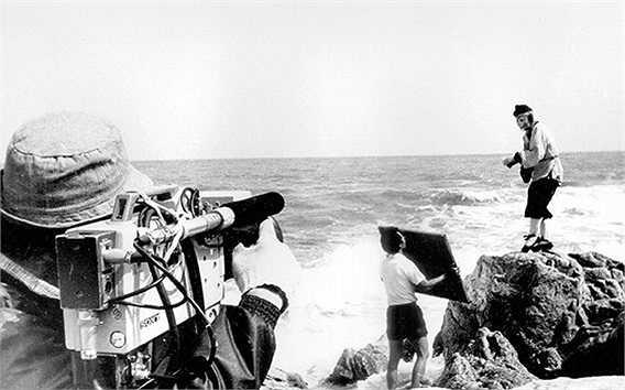 Những câu chuyện hậu trường 'Tây Du Ký' 1986 luôn có một sức hấp dẫn đặc biệt với khán giả, bởi bộ phim gắn liền với tuổi thơ của nhiều thế hệ. Mới đây, những bức hình về quá trình thực hiện các cảnh quay 'Tây Du Ký' tiếp tục được chia sẻ trên các diễn đàn và nhận được sự quan tâm.