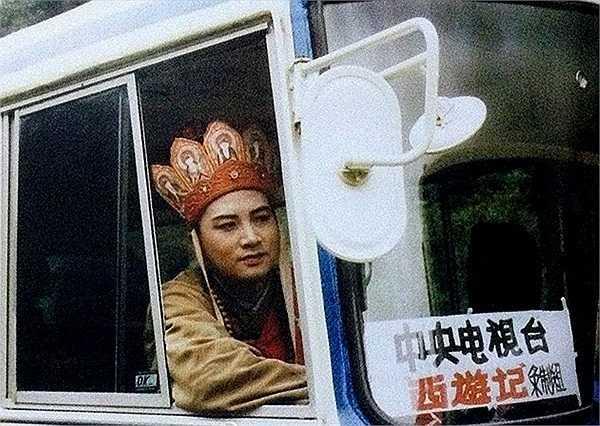 'Sư phụ' Trì Trọng Thụy trên ô tô ra ghi hình.