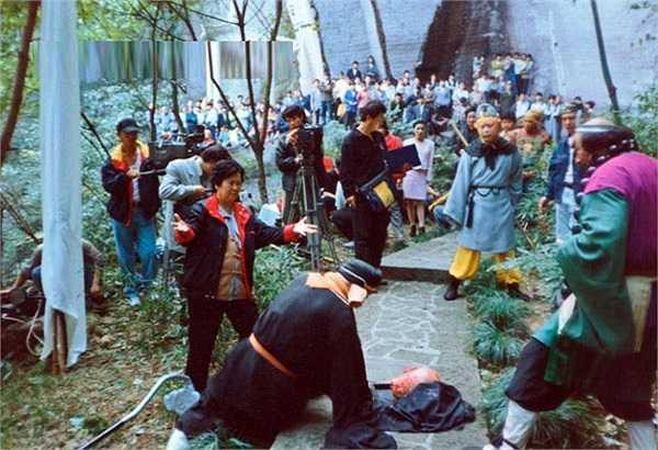 Dương Khiết trực tiếp chỉ đạo từng cảnh quay.