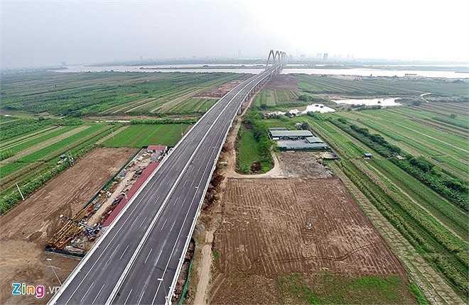 Đường Võ Nguyên Giáp khởi công tháng 8/2012 và đang được gấp rút hoàn thành chuẩn bị cho lễ thông xe dự kiến xe vào đầu năm 2015 cùng với công trình cầu Nhật Tân. (Theo Zing)