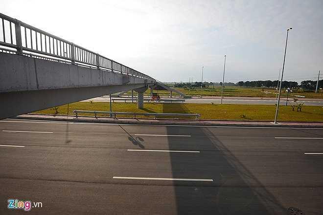 Một số cầu vượt cho người đi bộ đã được hoàn thành. Công trình này sẽ giúp người dân sống ở hai bên đường đi lại dễ dàng hơn và đảm bảo an toàn giao thông. (Theo Zing)