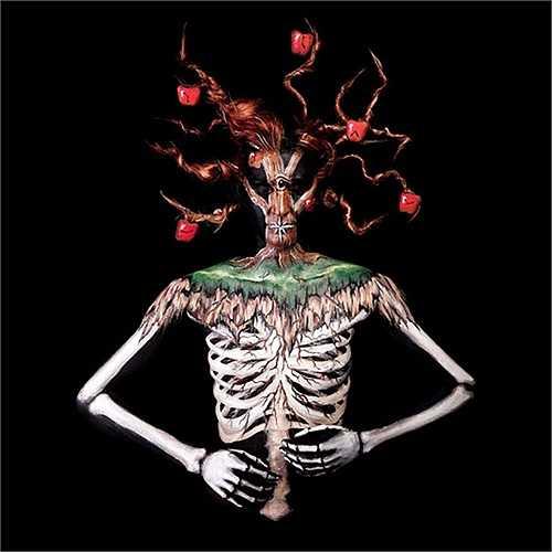 Cây táo ma quái phù hợp với lễ Halloween