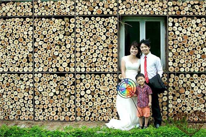 Các cặp đôi đã được Ban tổ chức hỗ trợ toàn bộ chi phí tham gia sự kiện trong đó bao gồm chụp ảnh cưới, trang phục, thiếp mời, tiệc nhẹ…