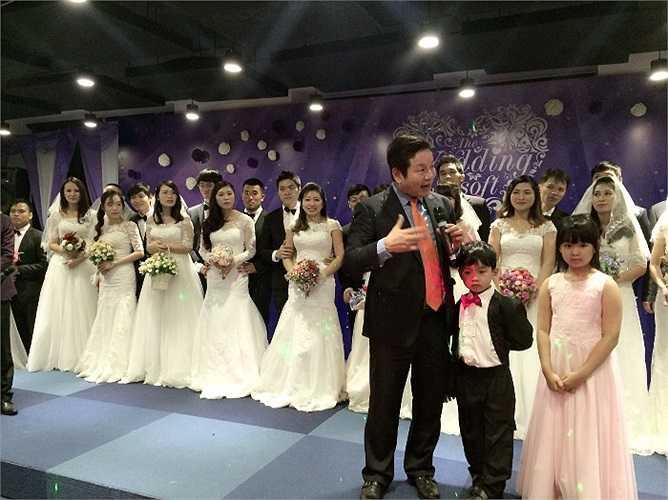 Chủ tịch FPT Trương Gia Bình chúc mừng các cô dâu, chú rể