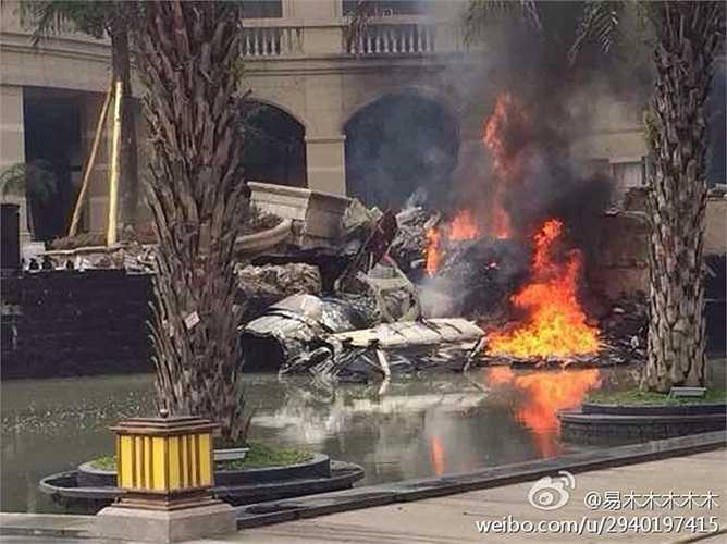 Lực lượng cứu hỏa đã khống chế được đám cháy. Hiện vẫn chưa có báo cáo thương vong cụ thể trong tai nạn trên