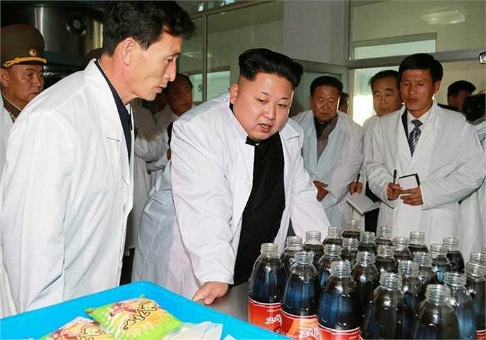 Nhà lãnh đạo Kim Jong-un thị sát xưởng thực phẩm quân đội Triều Tiên