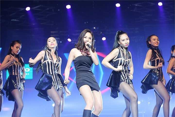 Nữ ca sỹ 9x Miu Lê vừa có liveshow truyền hình đầu tiên trong chương trình Tôi tỏa sáng, kết hợp cùng nam ca sỹ Ngô Kiến Huy.