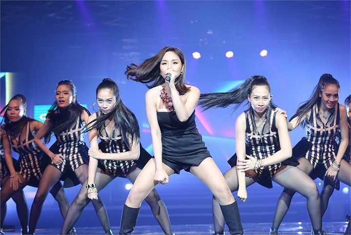 Dù giọng hát live vẫn chưa thật sự tốt nhưng Miu Lê cũng đã tạo được ấn tượng với vũ đạo đẹp mắt và sự tự tin trên sân khấu, trong sự cuồng nhiệt của gần 3000 khán giả.