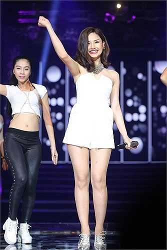 Đây cũng là ca khúc đầu tiên của Miu Lê khi cô bắt đầu sự nghiệp ca hát (2009).