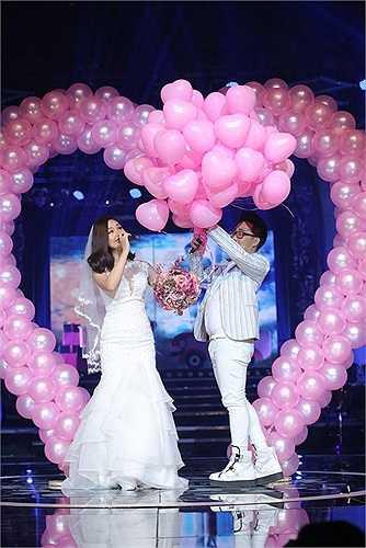 Tiết mục được đánh giá cao nhất của Miu Lê trong liveshow tối qua là tiết mục song ca cùng nam ca sỹ Trung Quân Idol trong ca khúc Yêu anh