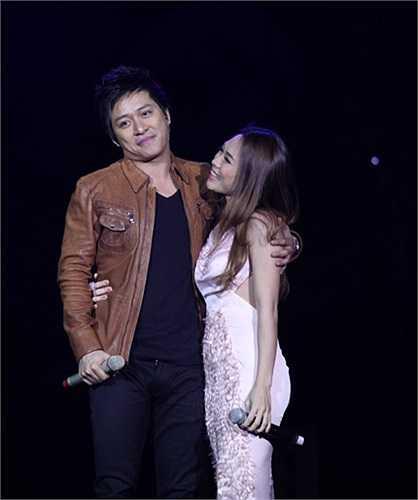 Trước đó, nghi vấn tình cảm giữa 2 ca sĩ nổi lên vào thời điểm họ đóng vai cặp đôi trong bộ phim truyền hình 'Cho một tình yêu'