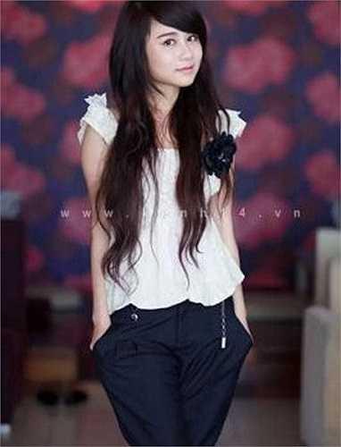 Cô gái trẻ đẹp Lục Linh Lan nhận được nhiều sự chú ý của cư dân mạng.