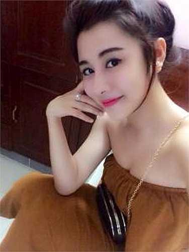 Cô từng tham gia cuộc thi Miss teen 2010, Lục Linh Lan trở nên nổi tiếng hơn với ngoại hình xinh đẹp vốn có và sự cá tính của bản thân.
