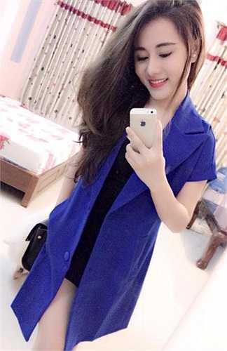Là một cô gái đa tài, lại hoạt động mạnh trong lĩnh vực nghệ thuật, hot girl Lục Linh Lan tham gia rất nhiều các hoạt động như quay clip, hát, thậm chí múa cũng rất đẹp.