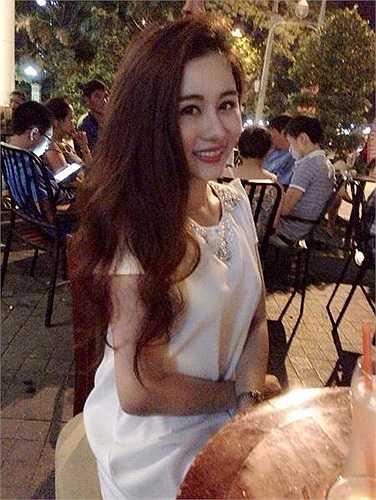 Ngoài ra cô còn là người mẫu ảnh khá 'hot' được 'săn lùng' tại Đà Nẵng.