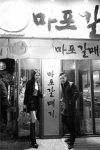 Cả hai có dịp sang Hàn Quốc trong chuyến thực hiện hợp đồng quảng cáo trị giá hàng tỷ đồng.