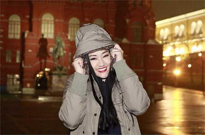 Maya đang có chuyến du lịch tại Nga.