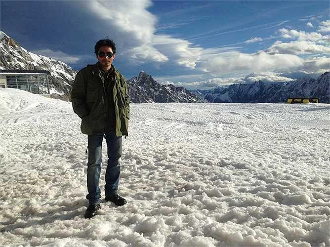 Trần Bảo Sơn dầm mình trong tuyết tại Đức.