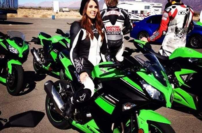 """Kawasaki Ninja 300: Nếu bạn đang có ý định mua một chiếc mô tô thể thao mạnh mẽ thì Kawasaki Ninja 300 có thể là một trong những lựa chọn hàng đầu mà bạn nên cân nhắc. Chiếc xe """"béo' này có công suất 39 mã lực và trọng lượng 172kg."""