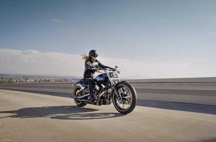 Harley-Davidson Street 750: Với công suất 47 mã lực, trọng lượng 206kg, Street 750 là một trong những mẫu mô tô hiếm hoi mang thương hiệu Harley-Davidson có mức giá dưới 10.000 USD.