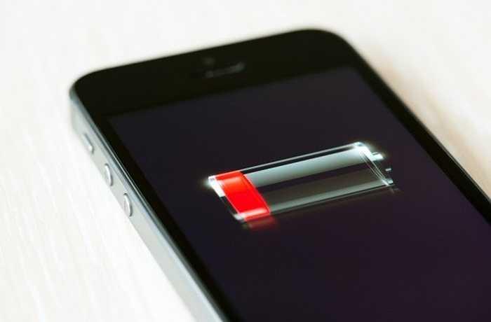Sụt pin bí ẩn  Đôi khi, bạn không hiểu chuyện gì đang xảy ra khi chiếc iPhone của mình nóng bất thường ngay cả khi không sử dụng tác vụ nào còn pin của máy thì sụt đến 45% chỉ trong 12 phút.