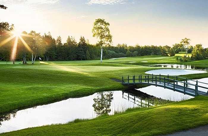 Ngày 14/11, Tập đoàn FLC chính thức mở bán thẻ hội viên sân golf FLC Samson Golf Links thuộc đại dự án FLC Samson Beach & Golf Resort.