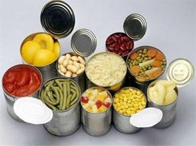 Thức ăn chế biến sẵn được cho thêm các chất phụ gia thực phẩm như chất bảo quản, phẩm màu, chất tạo ngọt… Những chất này cơ thể khó phân giải sẽ tăng gánh nặng giải độc cho gan, dẫn đến tổn thương gan.