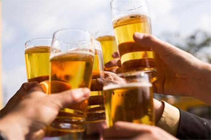 Nghiên cứu cho thấy nếu mỗi ngày uống 250 ml rượu hoặc nửa lít bia trong vòng 10 năm có thể dẫn đến xơ gan.