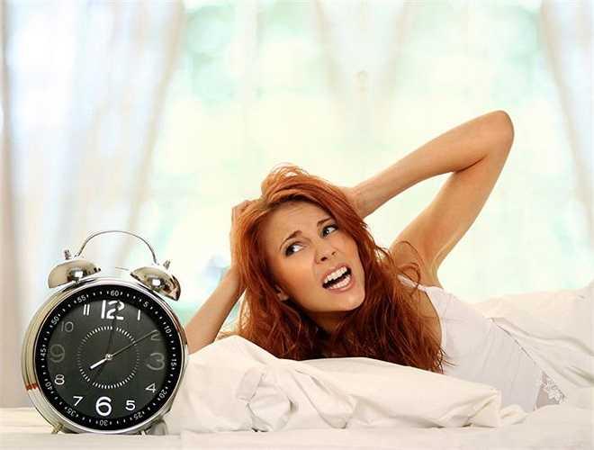 Buổi sáng sau khi ngủ dậy nếu bạn không nhanh chóng đi tiểu tiện, đem những độc tố đã tích tụ cả một đêm kịp thời bài tiết ra ngoài, độc tố tích trữ trong cơ thể có thể gây ra 'trúng độc' cho gan.